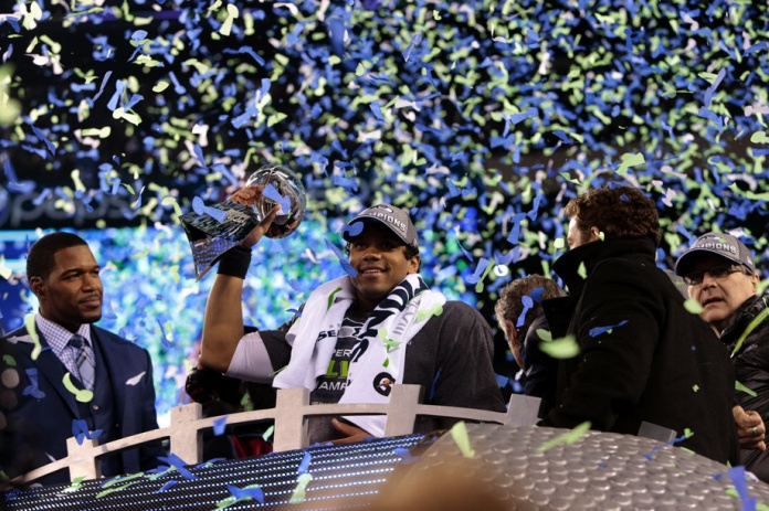Seahawks with Lombardi Trophy 2